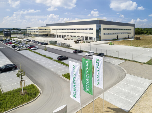 Das neue EDZ Mitte von Schaeffler hat im Mai 2018 den Betrieb aufgenommen. Schaeffler beliefert von Kitzingen aus seine Kunden in Europa (Bilder: Schaeffler)
