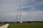 WP Kreuzstetten: Sieben Betontürme stehen, erste Stahltürme werden montiert