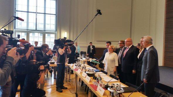 Großes Medieninteresse an der ersten Sitzung der Kohle-Kommission (Bild: Twitter @BMWi_Bund)