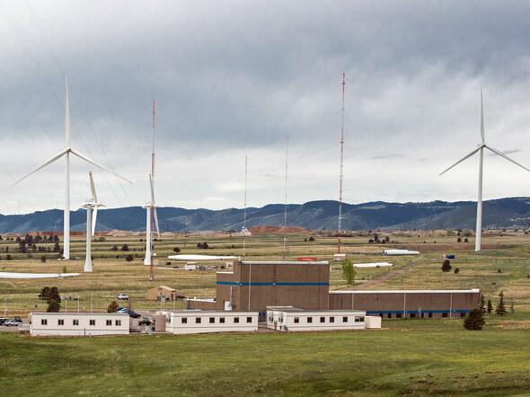 Im National Wind Technology Center in Colorado wollen SKF und das NREL vor allem zuverlässigkeitssteigernde Optimierungspotenziale für künftige Getriebe- und Hauptwellenlagerkomponenten ans Tageslicht fördern (Bild: NREL / D. Schroeder)