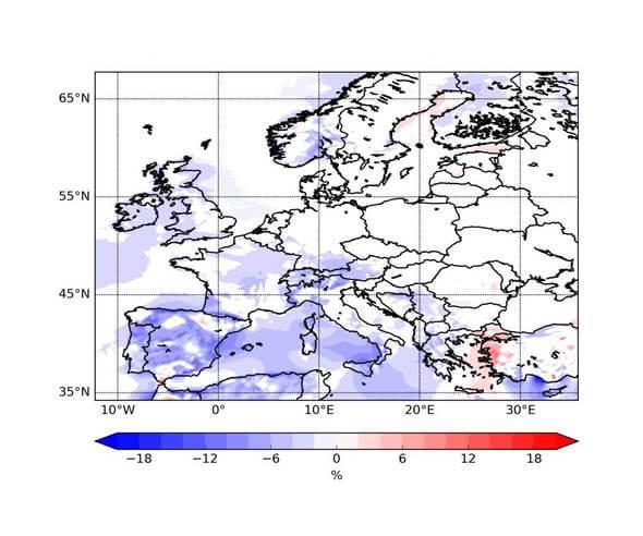 Änderungen der mittleren jährlichen Windstromproduktion (Eout, in Prozent) in Europa 2071 bis 2100 im Vergleich zu 1971 bis 2000. (Abb. aus Moemken et al. (2018), bearbeitet von J. Mömken, KIT)