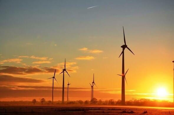 Windparks im Sonnenaufgang (Bild: Hans Freese, Gemeinde Großefehn).