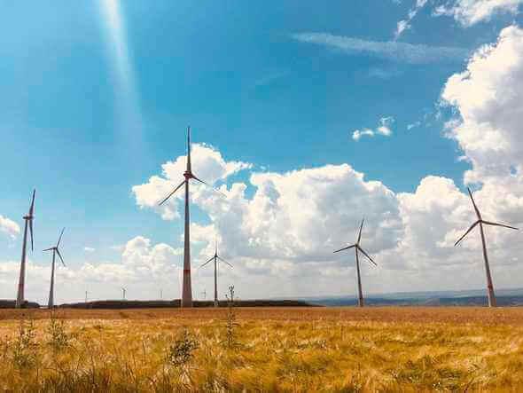 Mit seinen sehr guten Windbedingungen gilt der Windpark Perl als Paradebeispiel für das vorhandene Potenzial der Windenergie in den südlichen Bundesländern (Bild: Biel/juwi).