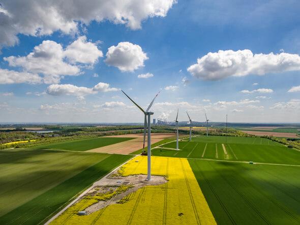 Aktuell werden auf dem Testfeld der windtest grevenbroich gmbh sieben unterschiedliche Windenergieanlagen vermessen. (Foto: windtest grevenbroich gmbh)
