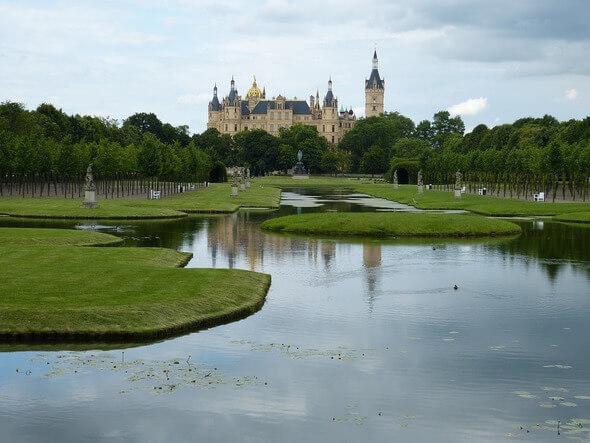 Das Schweriner Schloss, Sitz des Landtags (Bild: Pixabay)