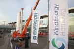 Im Vorfeld der WindEnergy Hamburg: Installation eines imposanten Großexponats auf dem Messeplatz