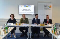 v.l. Lotte Lehmbruck (Next Kraftwerke), Guido Ingwer (Wattner), Dr. Marco Nicolosi (Connect Energy Economics), Dr. Peter Röttgen (BEE) (Bild: BEE)