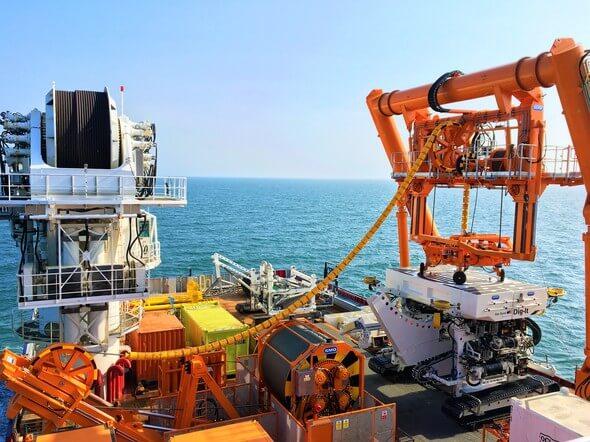 Die neue Fräse Dig-It auf dem Kabelverlegeschiff (Bilder: Van Oord)