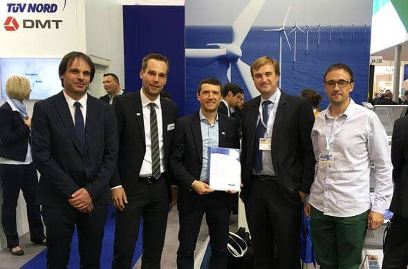 Presentation of the certificate at WindEnergy Hamburg 2018 (Image: TÜV NORD)*