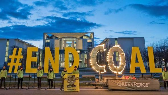 Protests in front of the German Chancellery (Image: Greenpeace)