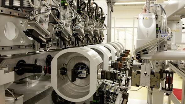 Wickelautomat Sechsfachspindler für die Großserienfertigung – bei Stückzahlen von bis zu einer Million (Bild: Elmotec Statomat GmbH)