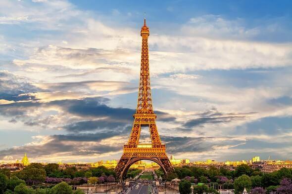 Dunkle Wolken über Paris (Bild: Pixabay)