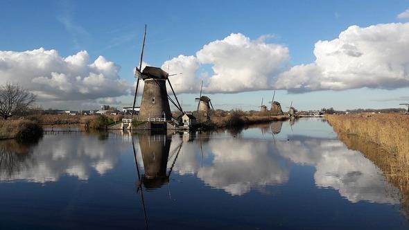 Die Mühlen von Kinderdijk gehören zu den bekanntesten Sehenswürdigkeiten in den Niederlanden (Bild: Pixabay)