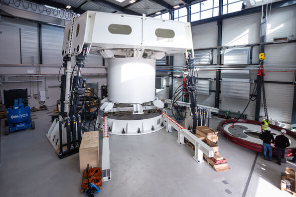 The highly innovative bearing test rig for offshore wind turbines (Image: Jan Brandes)