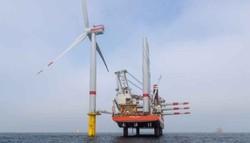 """Die erste Windkraftanlage von """"EnBW Hohe See"""" wurde Freitagnacht installiert. (Foto: Ulrich Wirrwa / EnBW)"""