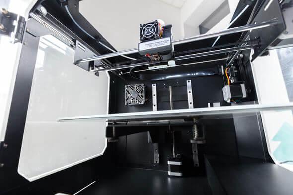 Mithilfe eines hauseigenen 3D-Druckers erstellt das RRP-Team in kürzester Zeit ein Muster zur Ansicht oder für Verbauversuche (Bildnachweis: Patrick Daxenbichler - Fotolia.com)