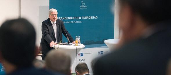 Jörg Steinbach auf dem 21. Brandenburger Energietag in Cottbus (Bilder: Sebastian Rau / Land Brandenburg)