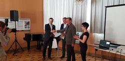 Karsten Tietz (links) bei der Übergabe der Erklärung an Ministerpräsident Bodo Ramelow (Bild: juwi)