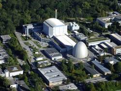 "Forschungsreaktor FRM II in Garching mit ""Atomei"" - Foto: wikimedia commons"