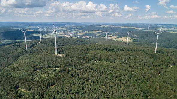 Der Windpark Buchenau mit zehn Enercon E-115-Anlagen mit je drei MW Leistung (Bild: Buchenau Wind GmbH & Co KG, Luca Heil)
