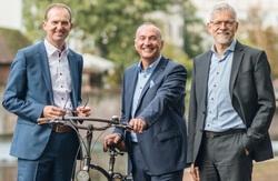 Der Vorstand der UmweltBank will durch weiteres Wachstum in den kommenden Jahren für mehr Nachhaltigkeit im Finanzsektor sorgen: Jürgen Koppmann, Goran Baši? und Stefan Weber (v.l.n.r.) (Bild: UmweltBank)