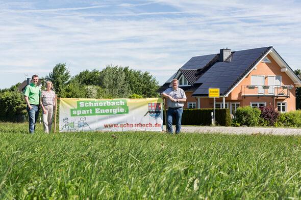 V.l.n.r.: Matthias Schubach, Michaela Liesch-Klöckner, Bürgermeister Bernd Kunz (Bild: Energieagentur Rheinland-Pfalz)