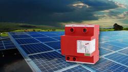 Mit DEHNcombo YPV - Kombi-Ableiter Typ 1 + Typ 2 auf Varistorbasis - schützen Sie die DC-Seite des Wechselrichters, die Combiner Box oder die PV-Module (Bild: DEHN)