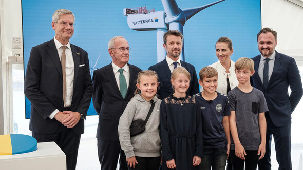 Vattenfall CEO Magnus Hall, Vattenfall Chairman Lars G. Nordström, HRH Crown Prince of Denmark, Danish Prime Minister Mette Frederiksen, Minister of Climate, Energy and Utilities Dan Jørgensen and pupils from Hvide Sande School (Image: Jesper Vooldgaard)
