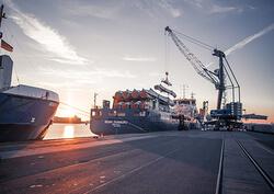 Import von Rotorblättern im Doppelpack im Hafen Emden (Bild: e p a s  - Ems Ports Agency & Stevedoring Bet. GmbH & Co. KG)