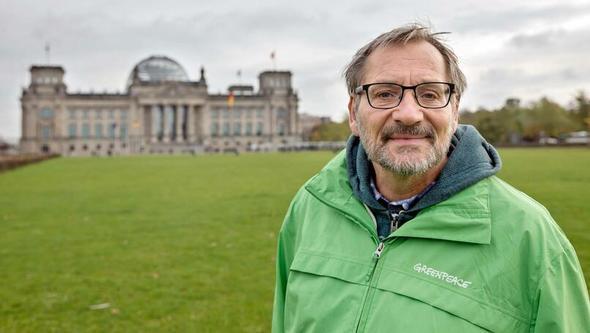 Karsten Smid, Klima-Experte von Greenpeace, im Interview (Bild: Gordon Welters / Greenpeace)