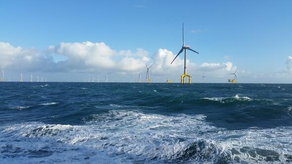 Intelligente Steuerungen sollen Windenergieanlagen effizienter machen. Die neuen Methoden werden an Windenergieanlagen im Windpark BARD Offshore 1 getestet (Bild: Ocean Breeze)