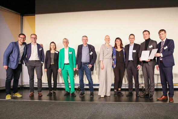 Die Teilnehmer des diesjährigen Start-up Pitches mit dem Gewinner Poligy (Bild: BEE)