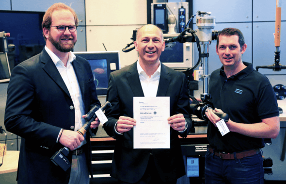 v.l.n.r. ? Johannes Klicker (Laboringenieur), Emil Gümüsdagli (Business Manager Calibration Services) und Dirk Scharnowski (stellvertretender Prüflaborleiter) (Bild: Atlas Copco Tools Central Europe GmbH)