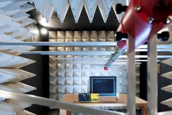 EMV-Prüffeld der Bachmann electronic GmbH: Messung der elektromagnetischen Strahlung (Bild: Bachmann electronic GmbH)