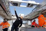 Arbeitsbühne zur Reparatur von Rotorblättern an Offshore-Anlage demonstriert