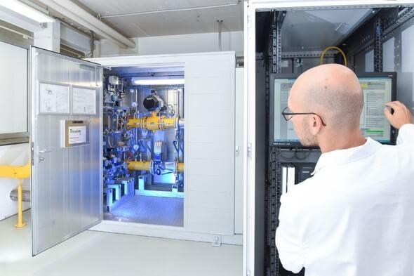 In einer Pilotanlage erprobt das Fraunhofer ISE bereits seit zwei Jahren die Wasserstoffeinspeisung in das Erdgasverteilnetz (Bild: Fraunhofer ISE/Joscha Feuerstein)