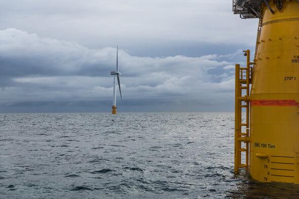 Hywind Scotland ist einer der ersten schwimmenden Offshore-Windparks der Welt (Bild: Øyvind Gravås / Woldcam / via Equinor)