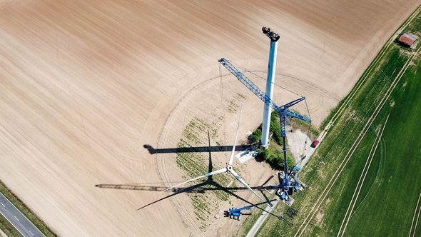 Etliche Windenergieanlagen in Deutschland erreichen demnächst das Ende ihrer Lebensdauer – und müssen nachhaltig zurückgebaut werden (Bild: neowa GmbH)