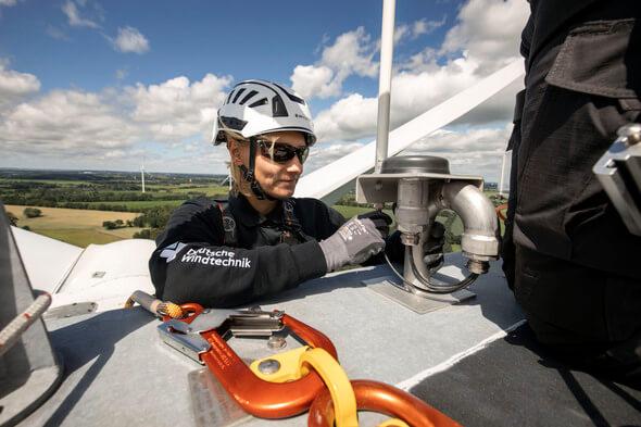 Das BNK-System der Deutschen Windtechnik wird diese Tage im Windtestfeld Nord an verschiedenen Herstellertechnologien installiert (Bild: Deutsche Windtechnik)