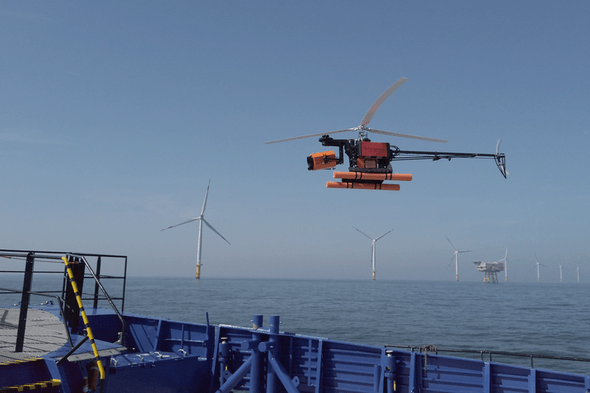 Inspektionsflug an Offshore-Windkraftanlage mit der Helikopter-Drohne AERO-SensorCopter (Bild: Buss Group / Aero Enterprise)
