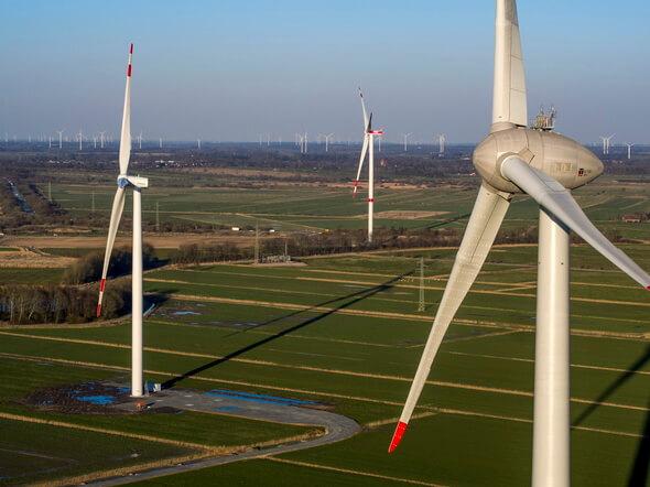 Im Windtestfeld-Nord bei Husum wird bedarfsgesteuerte Nachbefeuerung erprobt (Bild: Birresborn)