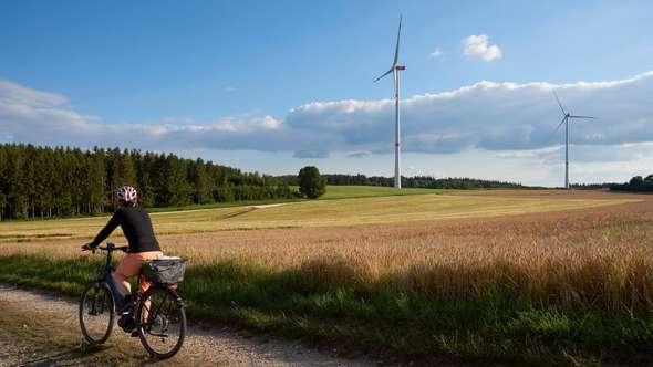 Rückenwind für die Energiewende: Planet energy und das Albwerk Geislingen nehmen den Windpark Drackenstein auf der Schwäbischen Alb in Betrieb (Bild: Planet energy / Sabine Vielmo)