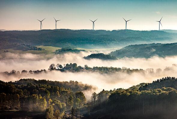 Gunnarby wind farm in Sweden: Deutsche Windtechnik provides maintenance for eight Siemens SWT 2,3 DD turbines. (Image: Wallenstam / perpixel.se / via Deutsche Windtechnik)