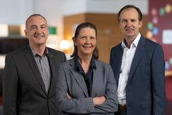 Die Geschäftsleitung der UmweltBank: Goran Basic, Heike Schmitz und Jürgen Koppmann (v.l.n.r.) (Bild: UmweltBank)