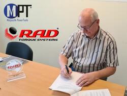 Geschäftsführer Michael Matjeschk bei der Vertragsunterzeichnung (Bild: M-PT)
