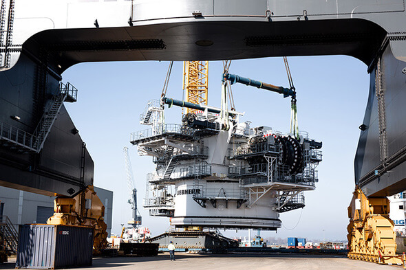 The slewing platform and the A-frame of the HLC 150000 have been lifted onto the BigLift Barentsz (All Images: Liebherr)