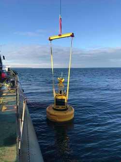 Umweltüberwachung bei den Arbeiten am Meeresboden mit der Mess-Boje ODAS (Ocean Data Acquisition System) (Bild: 50Hertz)