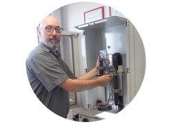 Er weiß worauf es ankommt: Wolfgang Ott ist Leiter Qualitätssicherung bei HELUKABEL und sorgt gemeinsam mit seinem Team dafür, dass Kunden auf der ganzen Welt einwandfreie Produkte erhalten (Bild: Helukabel)