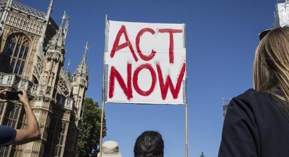 Klimaproteste in London. Die Nachricht der Aktivist*innen ist klar: Die Welt muss handeln! (Bild: Eleanor Farmer/Oxfam)