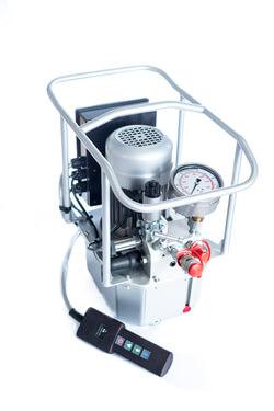 Hydraulic pump HEM 7 with digital remote control (All images: M-PT)
